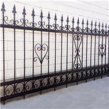 交通设施锌钢护栏 铁艺围墙栅栏 三横杠箭头锌钢护栏 铁艺围栏护栏厂家 焊接铁栏杆