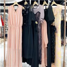 服装批发厂家直销 品牌女装一手货源 广州地方服装批发市场 品牌连衣裙特价 女人味