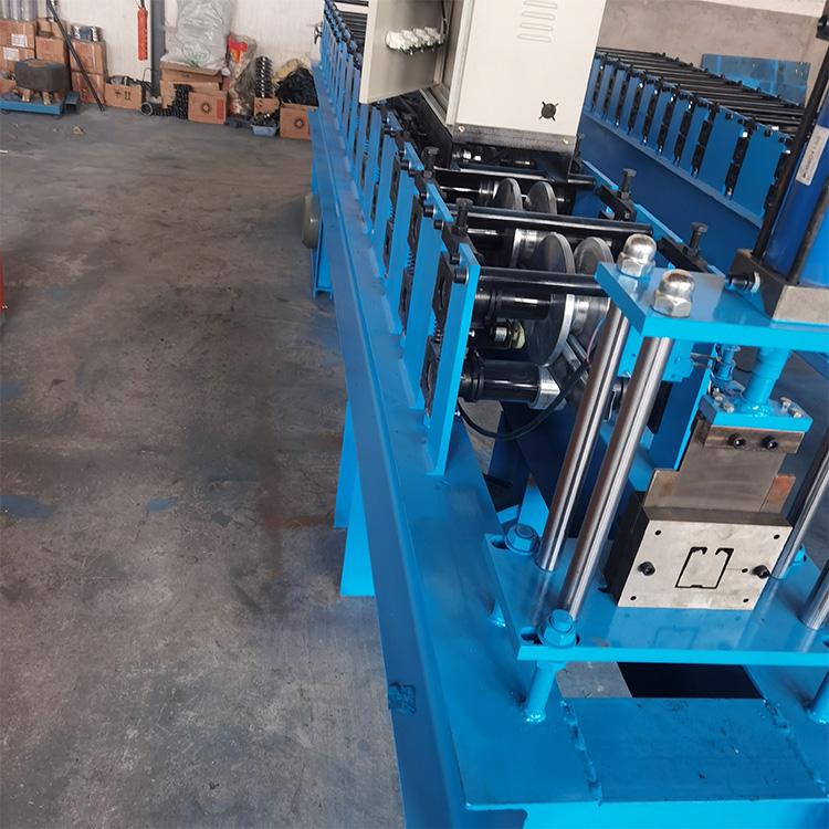 全自动吊轨机设备 冷弯机械设备 按需生产 吊轨压瓦机 欢迎来电咨询