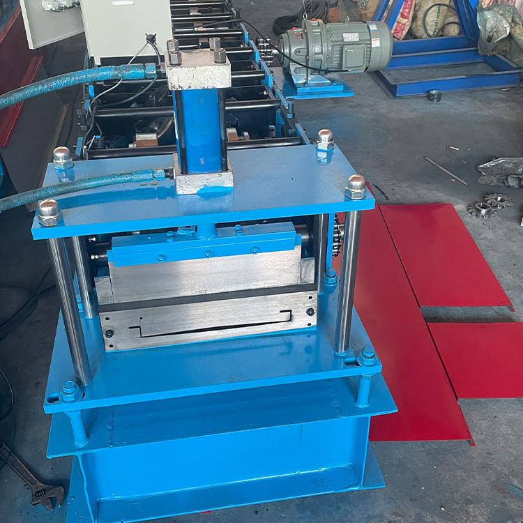 现货批发 320型吊顶板设备 广告围挡板机 工程遮挡围挡板设备 欢迎来电详询