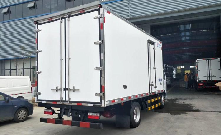 国六东风大多利卡D7黄牌5.2米冷藏车价格