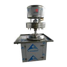 半自动液体定量灌装机 回转式灌装 速度快计量准 价格优万元可办厂 山齐灌装机械